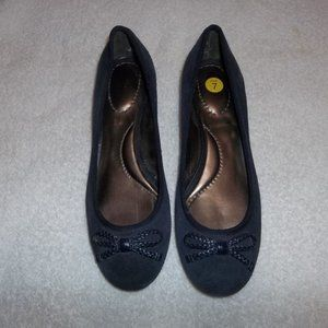 Lands' End blue suede shoes with Kitten heels